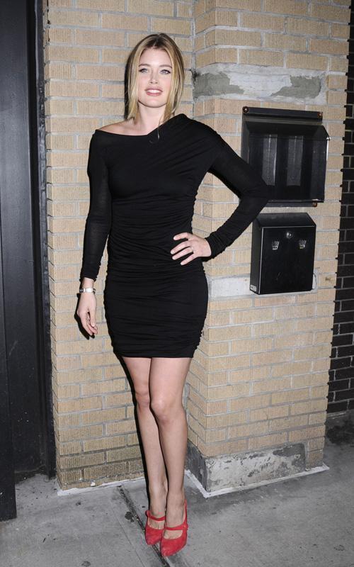 Celebs in Black Dresses: Shenae, Jennifer & Doutzen ...
